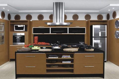 Casas grandes também podem usar cozinha planejada (Foto: Designer de Interiores Org)