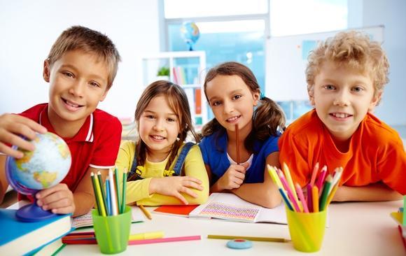 Jogos educativos para estimular crianças na escola
