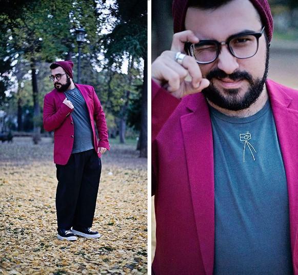 Blazer colorido + calça larga + gorro.