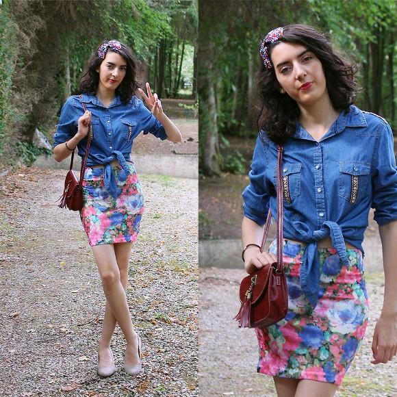 Saia floral + camisa jeans. (Foto Ilustrativa)