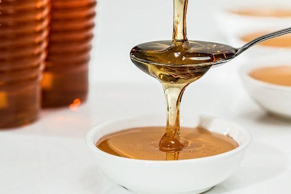 O mel é um poderoso ingrediente para esfoliar a pele. (Foto Ilustrativa)