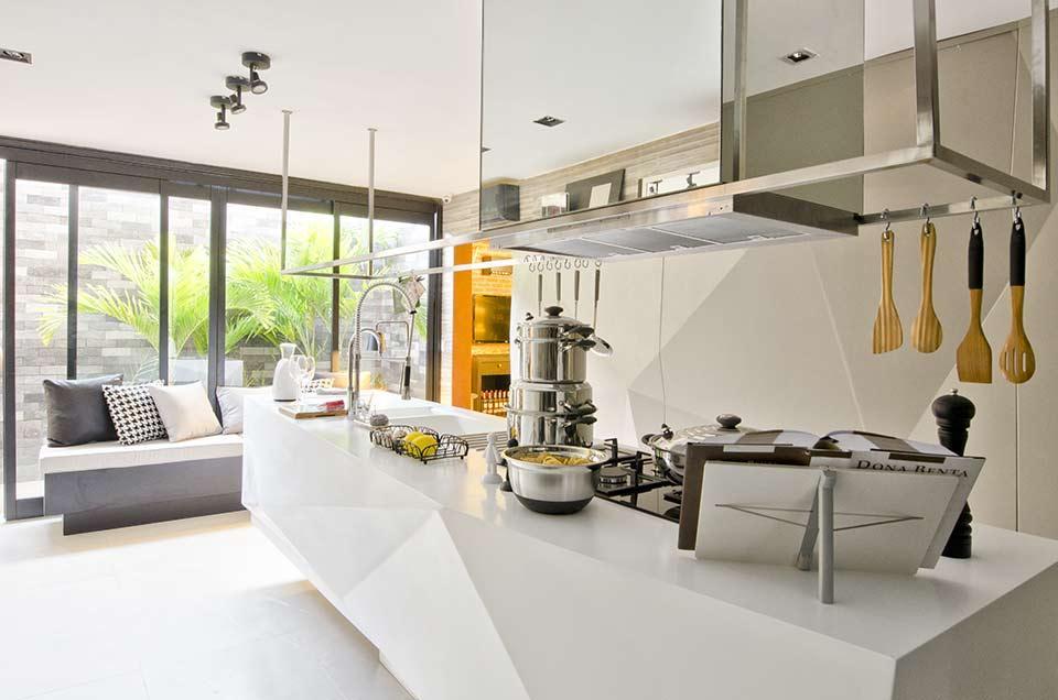 Cozinha espaçosa (Foto:Reprodução/Casa Abril)