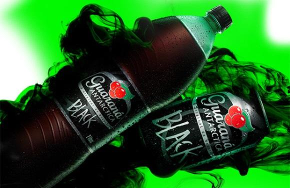 Para concorrer aos prêmios, compre um produto Guaraná Antarctica Black. (Foto: Divulgação)