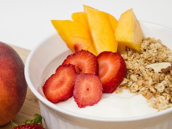 O iogurte pode ser incrementado com frutas e cereais. (Foto Ilustrativa)