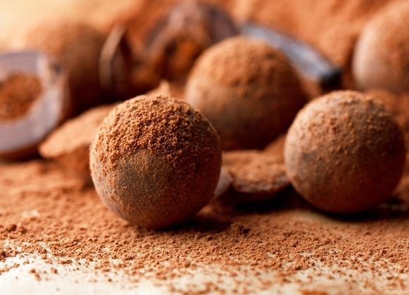 A trufa leva chocolate meio amargo, creme de leite e conhaque. (Foto Ilustrativa)