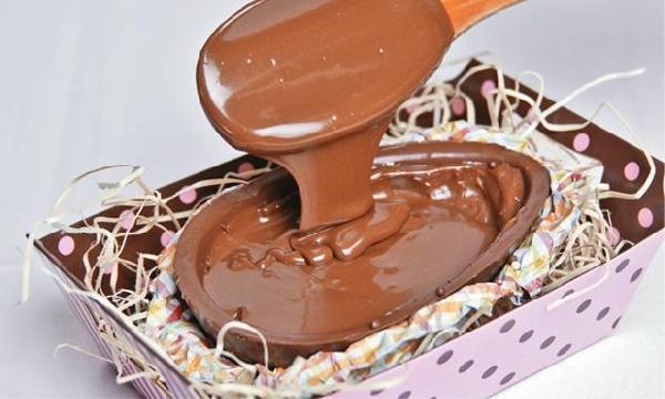 Ovo de chocolate com recheio de mousse de chocolate(Foto Divulgação: MdeMulher)
