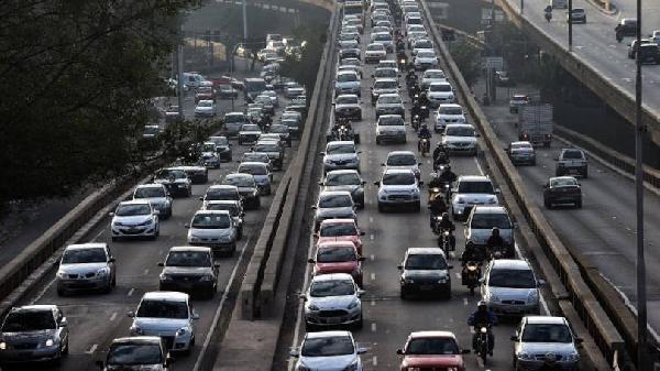 Os veículos precisam estar com a documentação em dia para poder circular nas rodovias (Foto Divulgação: Exame/Abril)