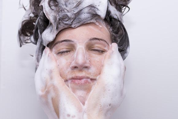 O Shampoo Bomba leva Monovin A, Bepantol e shampoo neutro. (Foto Ilustrativa)