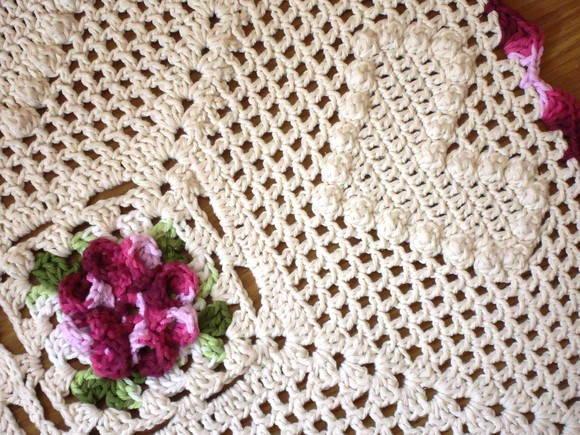 Os detalhes do crochê dão um charme especial ao ambiente (Foto: Reprodução)