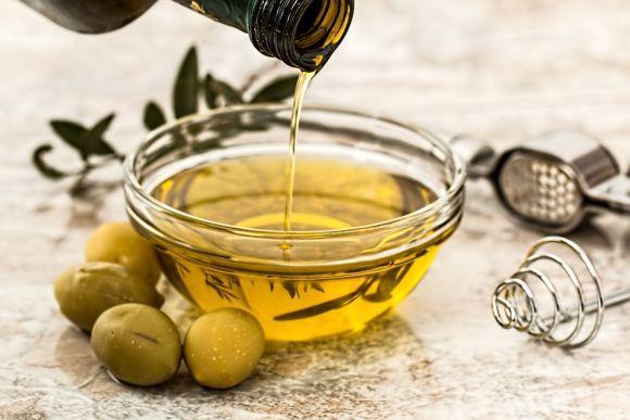 O azeite de oliva é um item que não pode faltar no seu cardápio (Foto Ilustrativa)