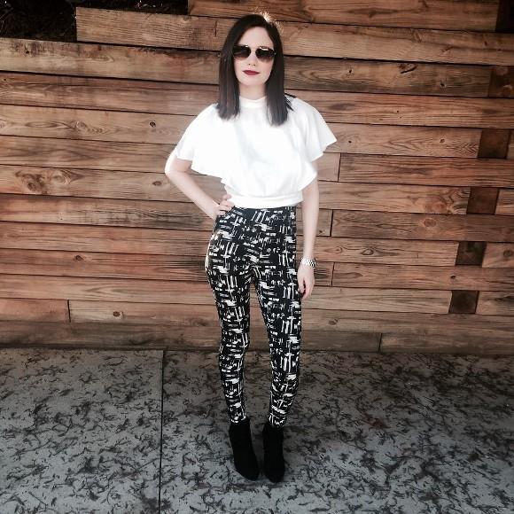 Blusinha neutra + legging estampada. (Foto Ilustrativa)