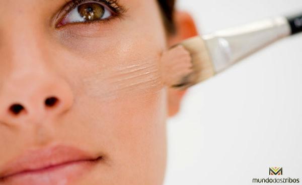 A base da maquiagem (base, corretivo e pó) é a parte mais importante para ter um resultado duradouro. (Foto: Makemecosmetics)