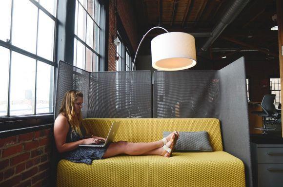 Os cursinhos preparatórios online podem ser feitos de qualquer lugar (Foto Ilustrativa)