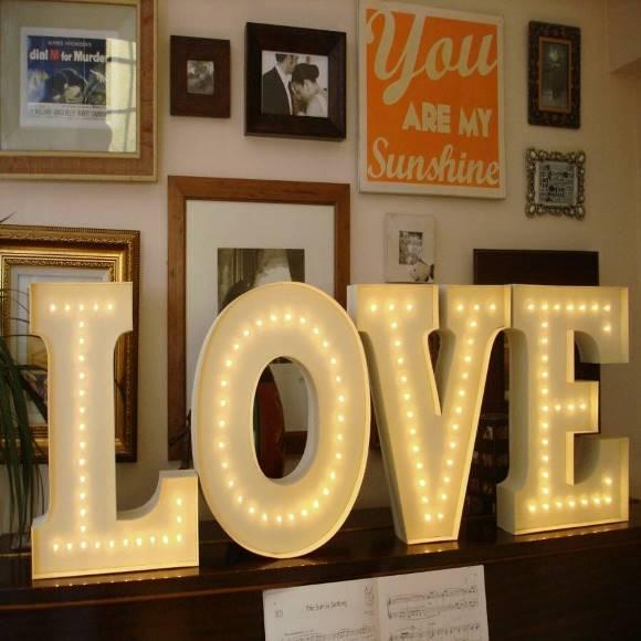 A palavra Love na decoração. (Foto: Reprodução/Notonthehighstreet)