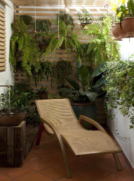 Jardim suspenso para varanda de apartamento pequeno (Foto Divulgação: Decora Fácil)