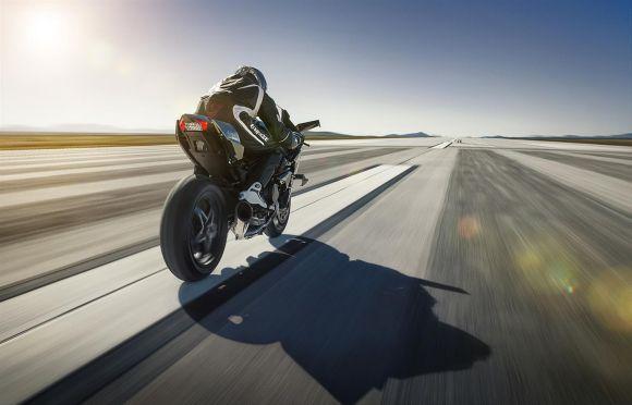 A velocidade máxima da Ninja H2R é superior aos 350 km/h, segundo fontes não oficiais (Foto: Divulgação Kawasaki)