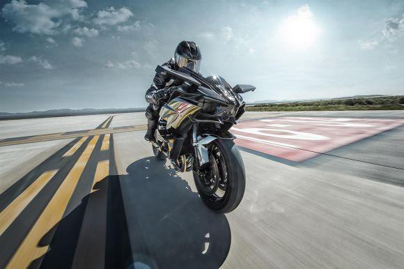 A nova moto da Kawasaki tem carenagem de fibras de carbono (Foto: Divulgação Kawasaki)