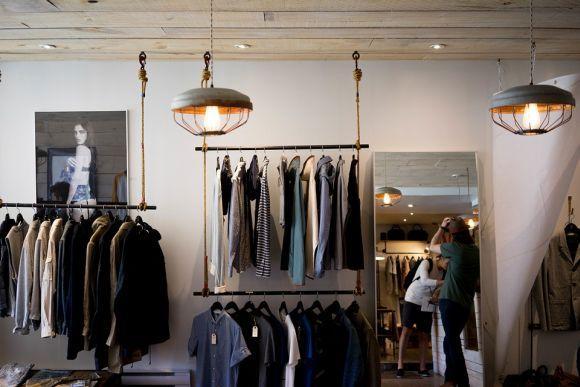 Um guarda-roupa básico precisa ter qualidade e não quantidade (Foto Ilustrativa)