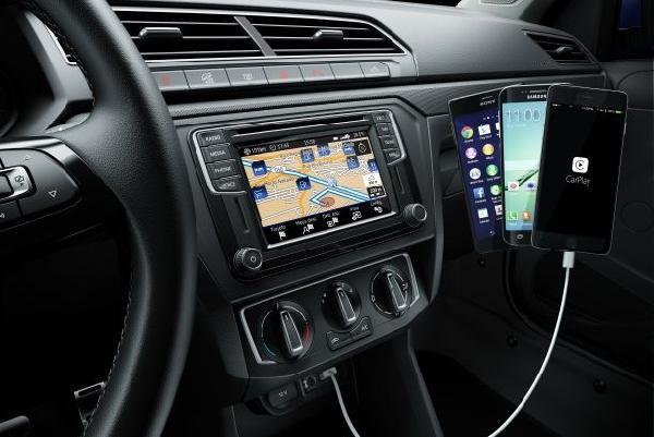 O novo sistema de informação e entretenimento da Volkswagen está presente na Saveiro 2017 (Foto: Divulgação Volkswagen)