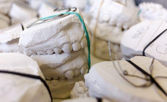 Curso de Prótese Dentária (Foto Ilustrativa)