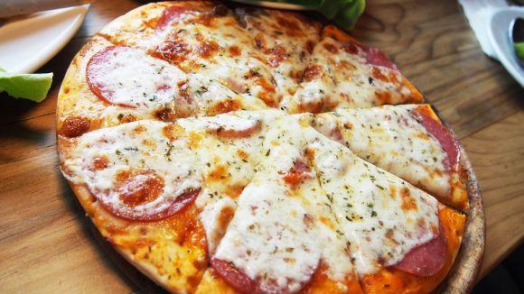Uma das opções mais procuradas é o curso de Pizzas salgadas e doces (Foto Ilustrativa)