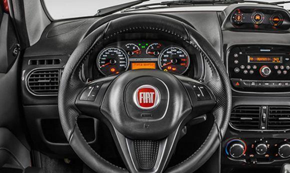 O interior da picape é bastante equipado (Foto: Divulgação Fiat)