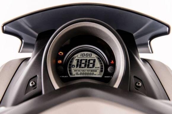 O scooter Yamaha NMax tem painel totalmente digital (Foto: Divulgação Yamaha)