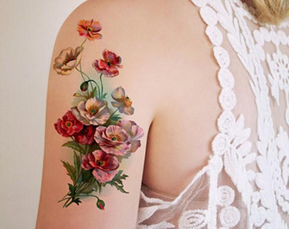 Tatuagem de flor vintage. (Foto: Reprodução/Create-tattoos)