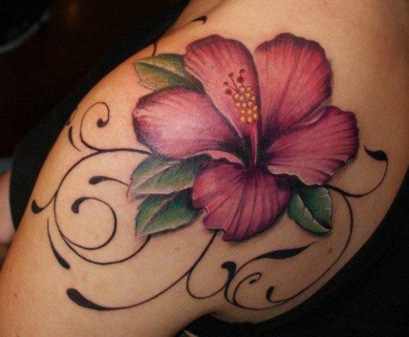 A flor é um dos desenhos favoritos das mulheres na hora de fazer uma tatuagem. (Foto: Reprodução/Cuded)