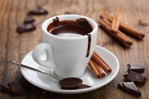 Prepare um chocolate quente simples para a família. (Foto Ilustrativa)