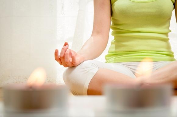 Muitas pessoas estão frequentando aulas de yoga. (Foto Ilustrativa)