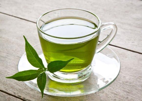 Aplique chá verde no cabelo. (Foto Ilustrativa)