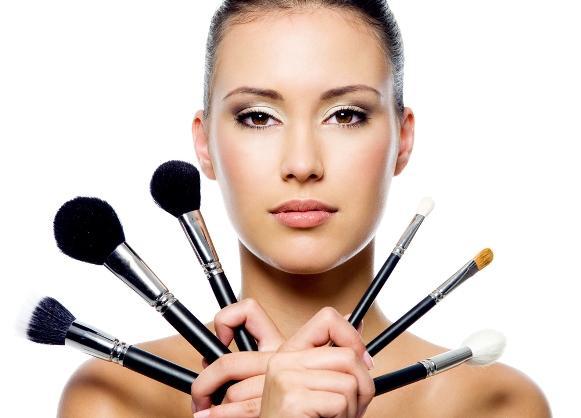 Os pincéis de maquiagem precisam de uma limpeza cuidadosa. (Foto Ilustrativa)