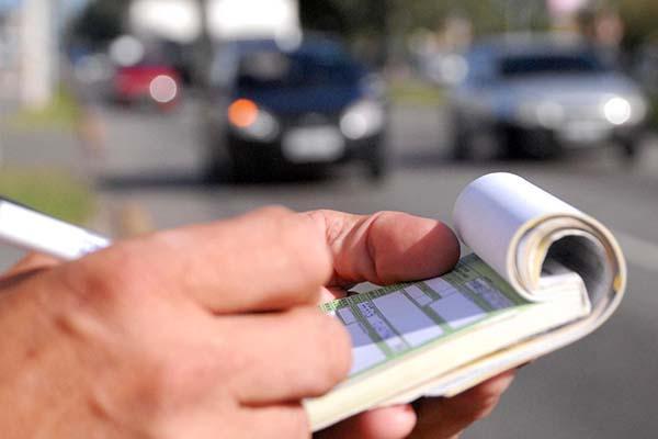 Aprenda a transferir os pontos da infração de trânsito para quem conduzia o carro (Foto: Reprodução)