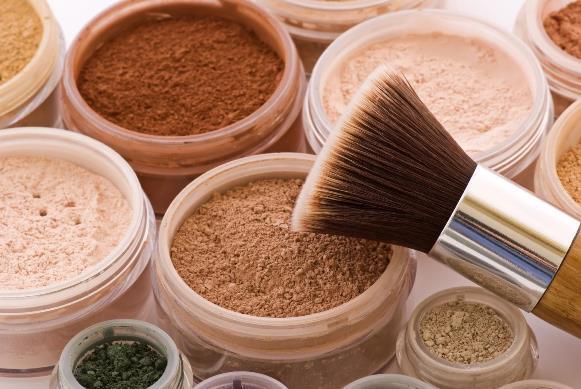 Na hora de maquiar a pele oleosa, é preciso tomar alguns cuidados. (Foto Ilustrativa)