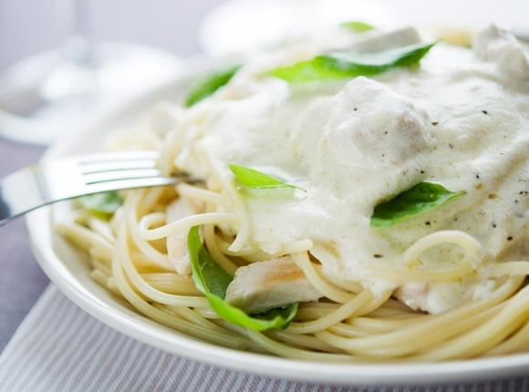 O molho branco deixa qualquer prato muito mais saboroso. (Foto Ilustrativa)