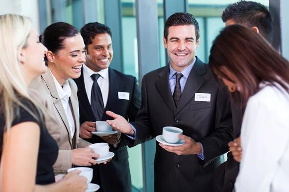 Melhore as oportunidades da carreira fazendo contatos. (Foto Ilustrativa)