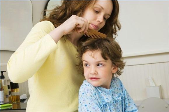 É fundamental olhar a cabeça da criança. (Foto Ilustrativa)