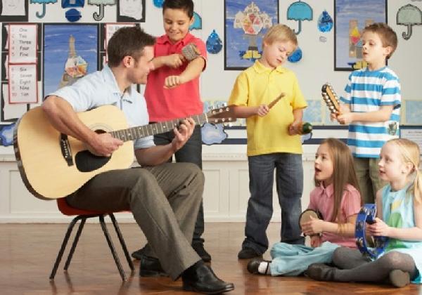 Os instrumentos musicais unem as pessoas através da música (Foto: Divulgação MdeMulher)