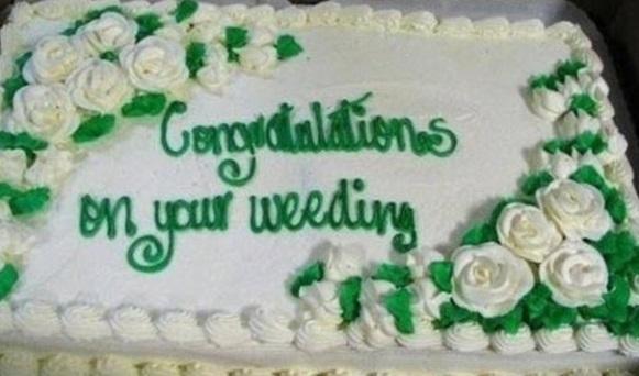 Bolo de casamento com erro ortográfico. (Foto: Reprodução)