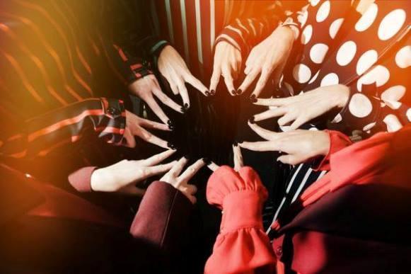 """O tema desta edição é """"mãos que valem ouro"""". (Foto: Reprodução/Faceboook/SPFW)"""