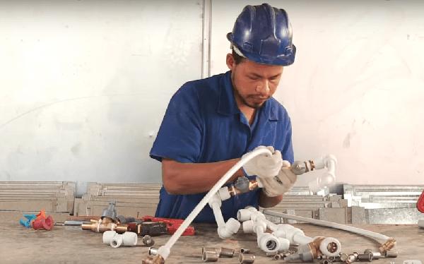 O profissional pode atuar no setor da construção civil (Foto: Divulgação Amanco)