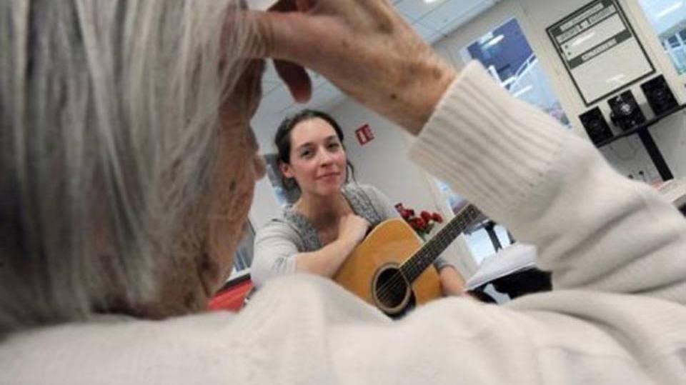 Profissional prioriza o bem-estar e a qualidade de vida do idoso (Foto: Exame/Abril)
