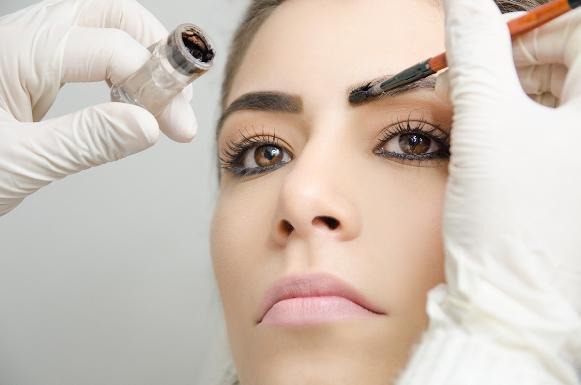 Design de sobrancelhas é uma opção de curso. (Foto Ilustrativa)