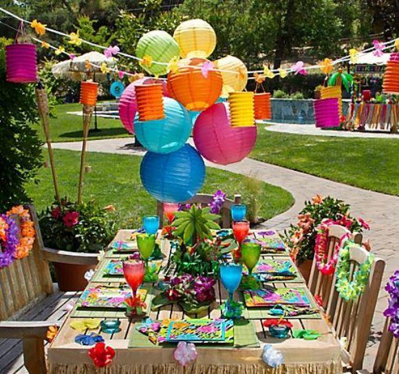 O Havaí aparece na decoração da festa. (Foto: Reprodução/fdcuvbamt)