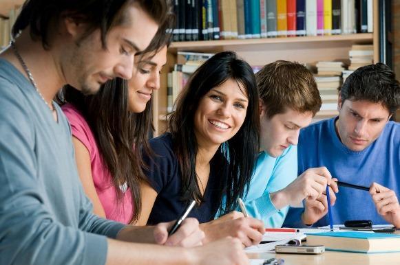 Milhares de estudantes entram na faculdade com a ajuda do Enem. (Foto Ilustrativa)