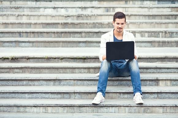 O Governo assumiu a responsabilidade de estimular o acesso à internet. (Foto Ilustrativa)