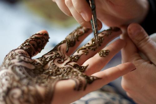 As tatuagens femininas nasceram como um modo de deixar as mulheres enfeitadas e mais lindas (Foto: Divulgação)