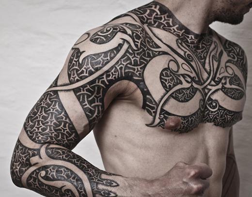 Tatuagem Maori com detalhes (Fot: Divulgação)