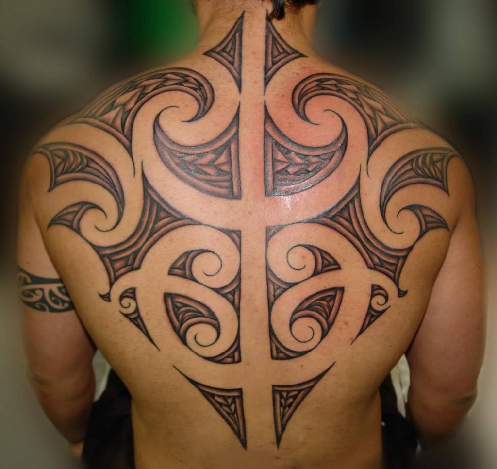 Tatuagens Maori nas costas (Foto: Divulgação)